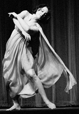 http://www.danceconsortium.com/wp-content/uploads/2012/08/isadora_duncan.jpg